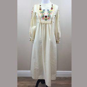 Shutterbug Vintage Large Embroidered Prairie Dress